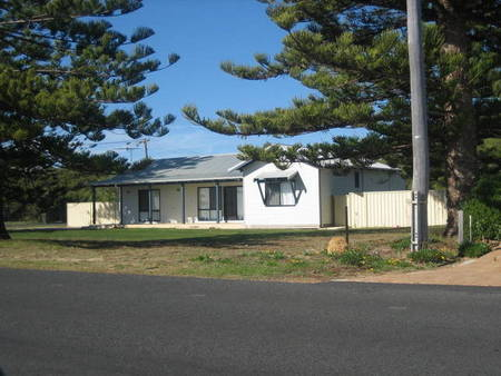 Busselton Beachfront - Accommodation QLD