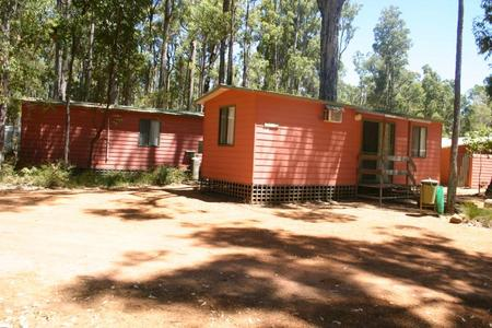 Dwellingup Chalets And Caravan Park - Accommodation QLD