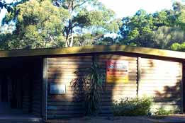 Beachcomber Caravan Park  Log Cabins - Accommodation QLD