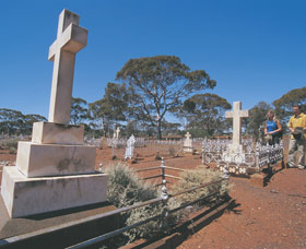 Coolgardie Cemetery - Accommodation QLD