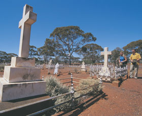 Old Pioneer Cemetery Coolgardie - Accommodation QLD