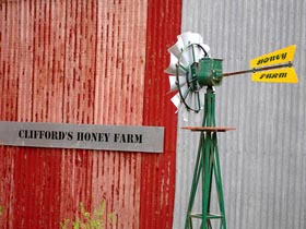 Clifford's Honey Farm - Accommodation QLD