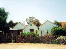 Miners Cottage And Garden - Accommodation QLD