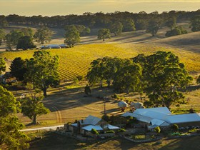 Hutton Vale and Farm Follies - Accommodation QLD