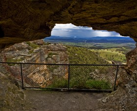Hassans Walls Lookout - Accommodation QLD