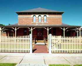 Wentworth Courthouse - Accommodation QLD