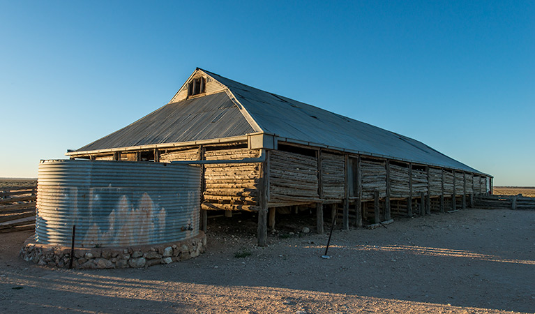 Mungo Woolshed - Accommodation QLD