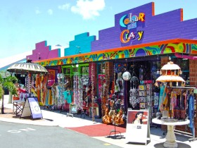 Colour Me Crazy - Accommodation QLD