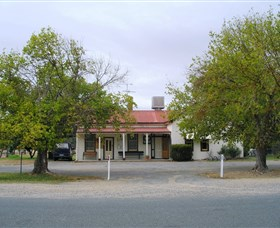 Round Hill Hotel - Accommodation QLD