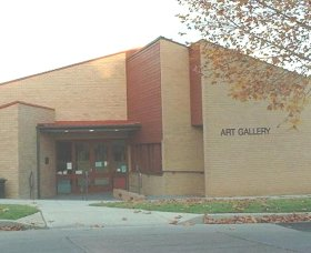 Cowra Regional Art Gallery - Accommodation QLD