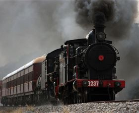 Lachlan Valley Railway - Accommodation QLD