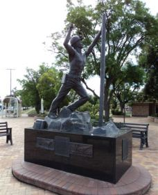 Miners Memorial Statue - Accommodation QLD