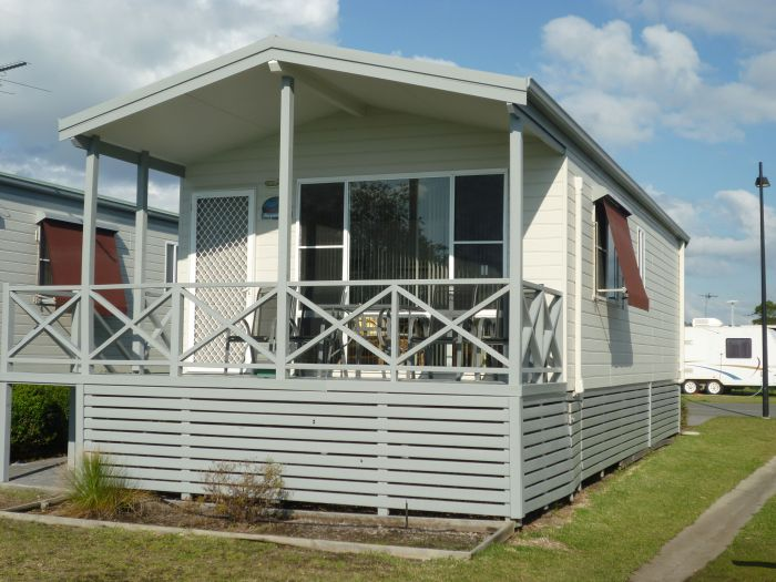 Belmont Pines Lakeside Holiday Park - Accommodation QLD