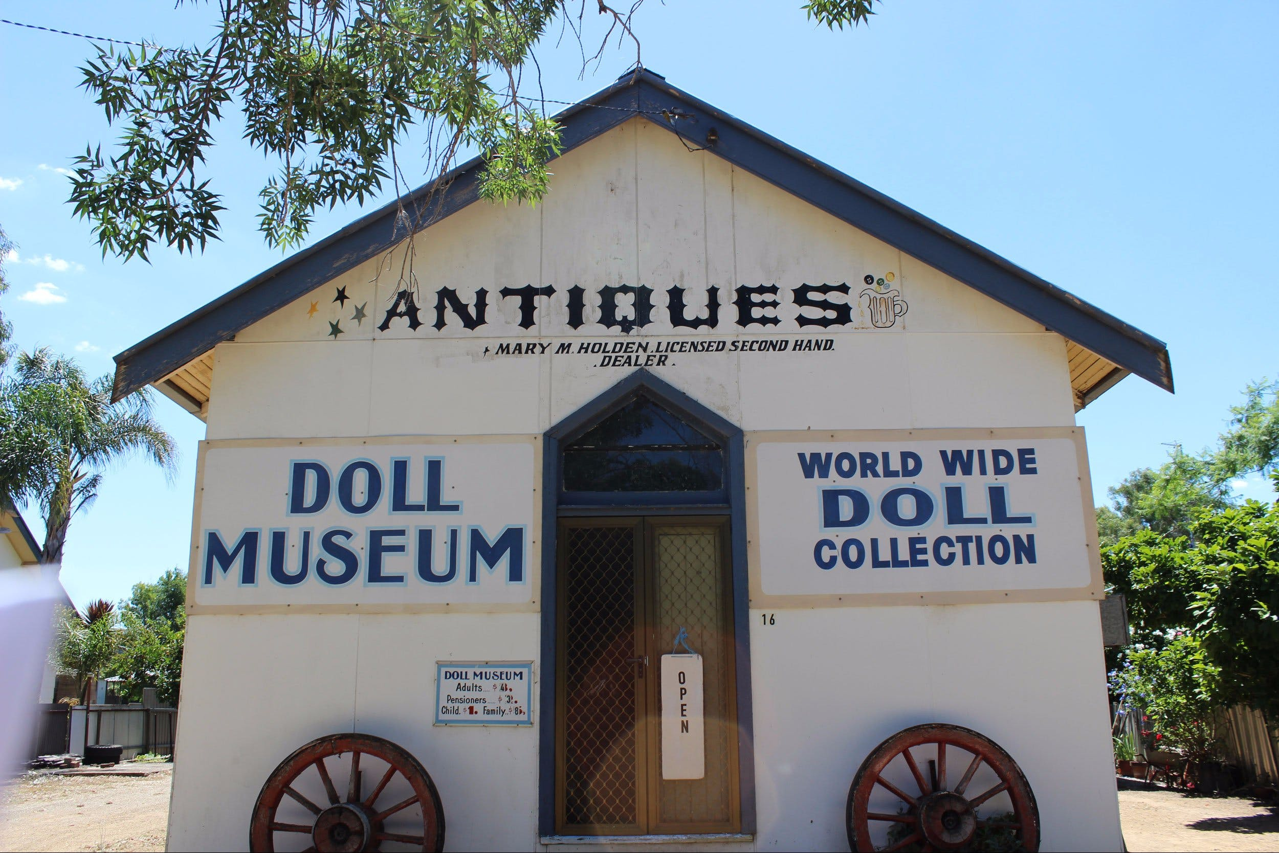 Gerogery Doll Museum - Accommodation QLD