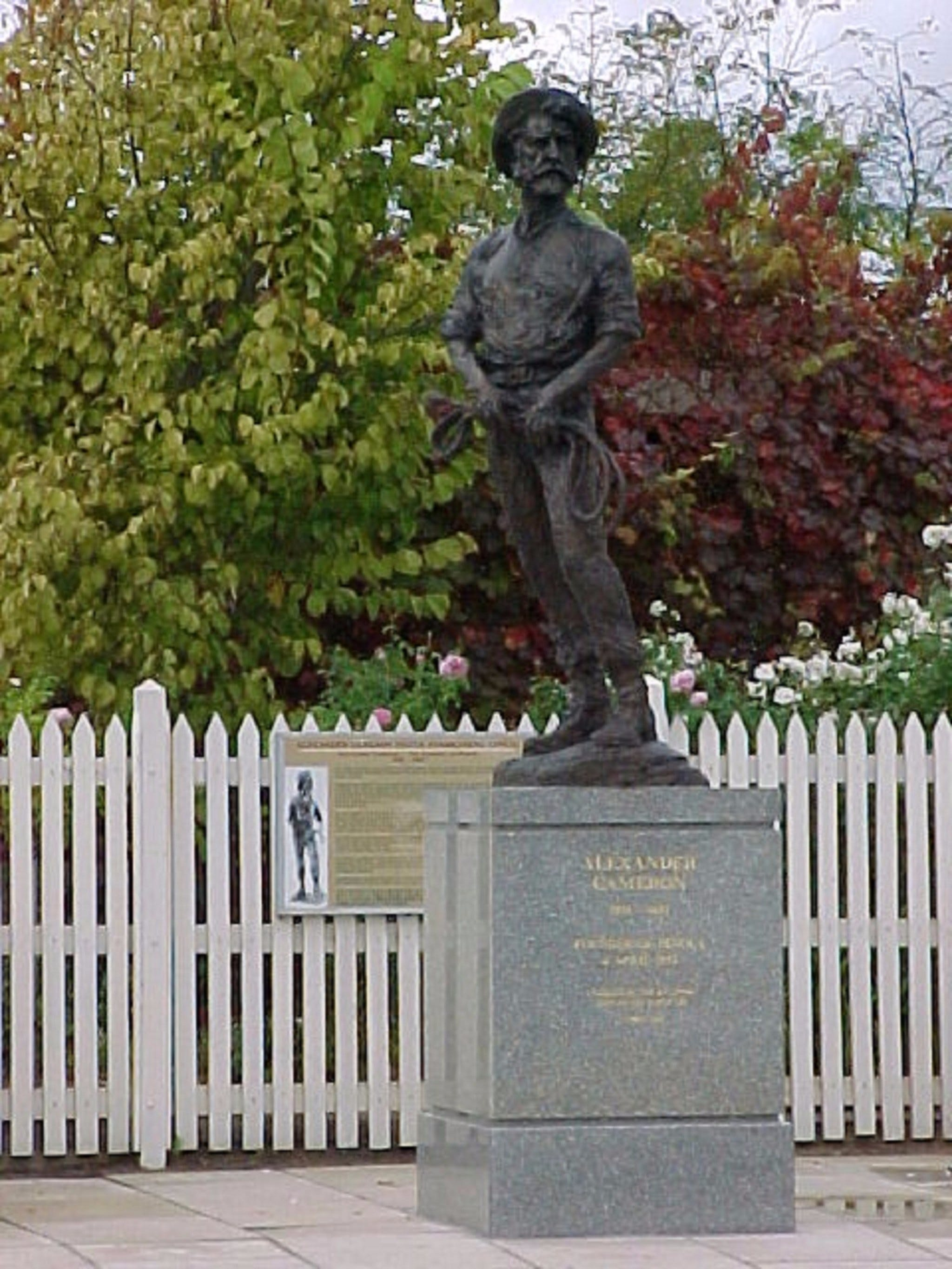 Alexander Cameron Statue - Accommodation QLD
