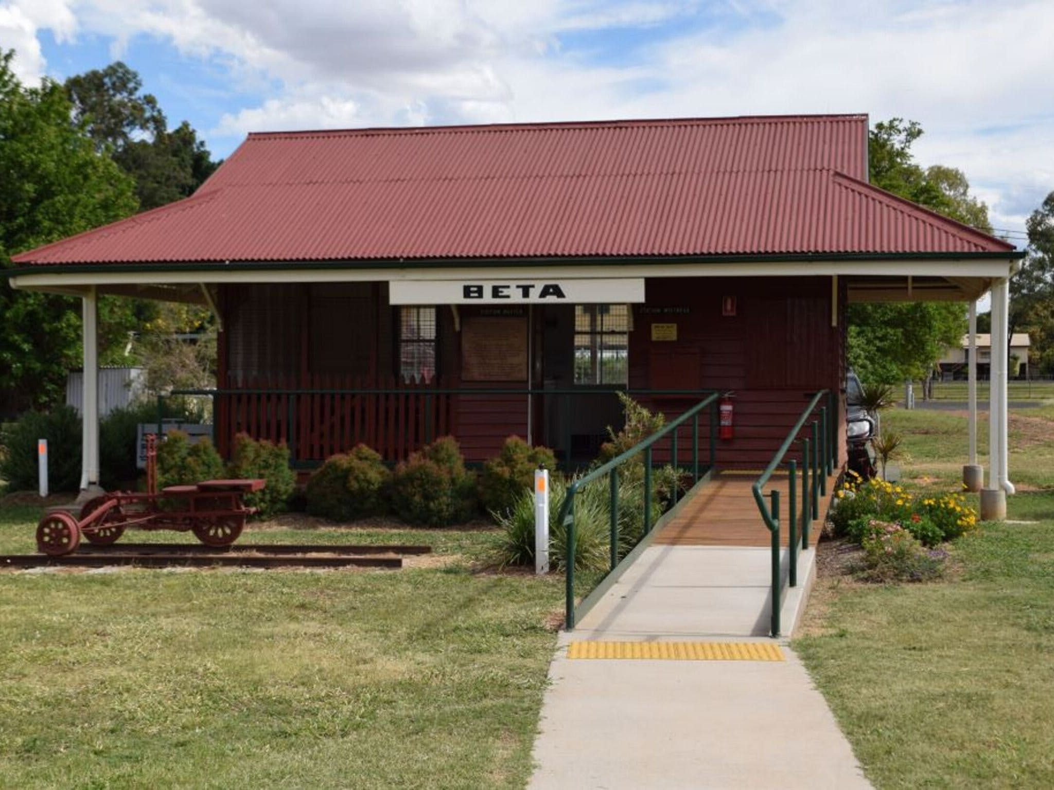 Beta Hut and Railway Memorabilia - Accommodation QLD