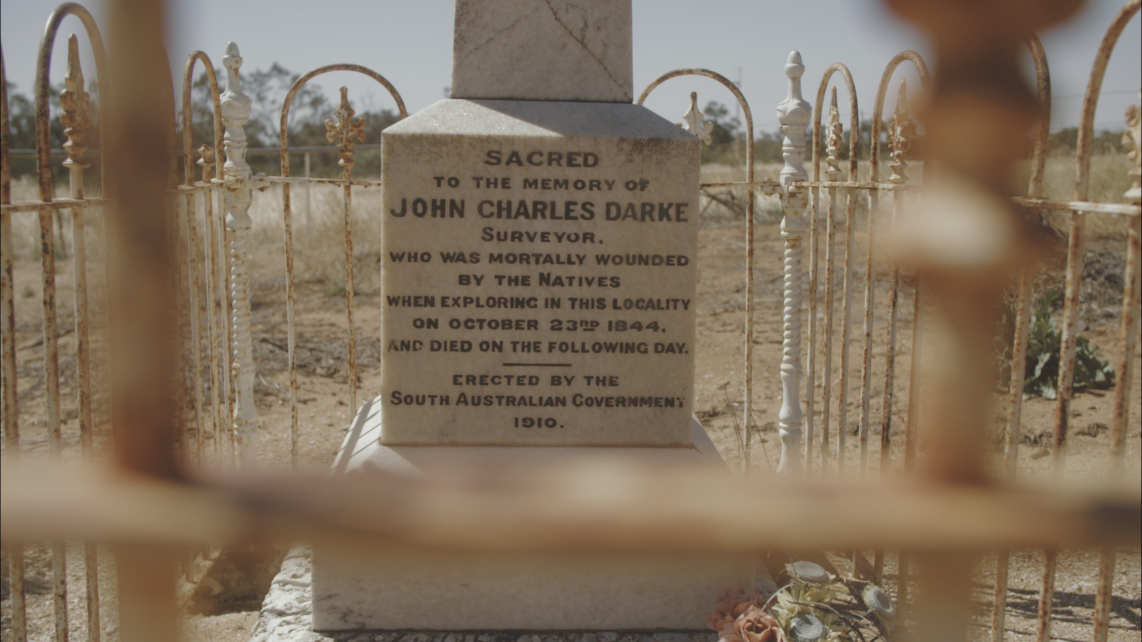 Darke's Grave - Accommodation QLD