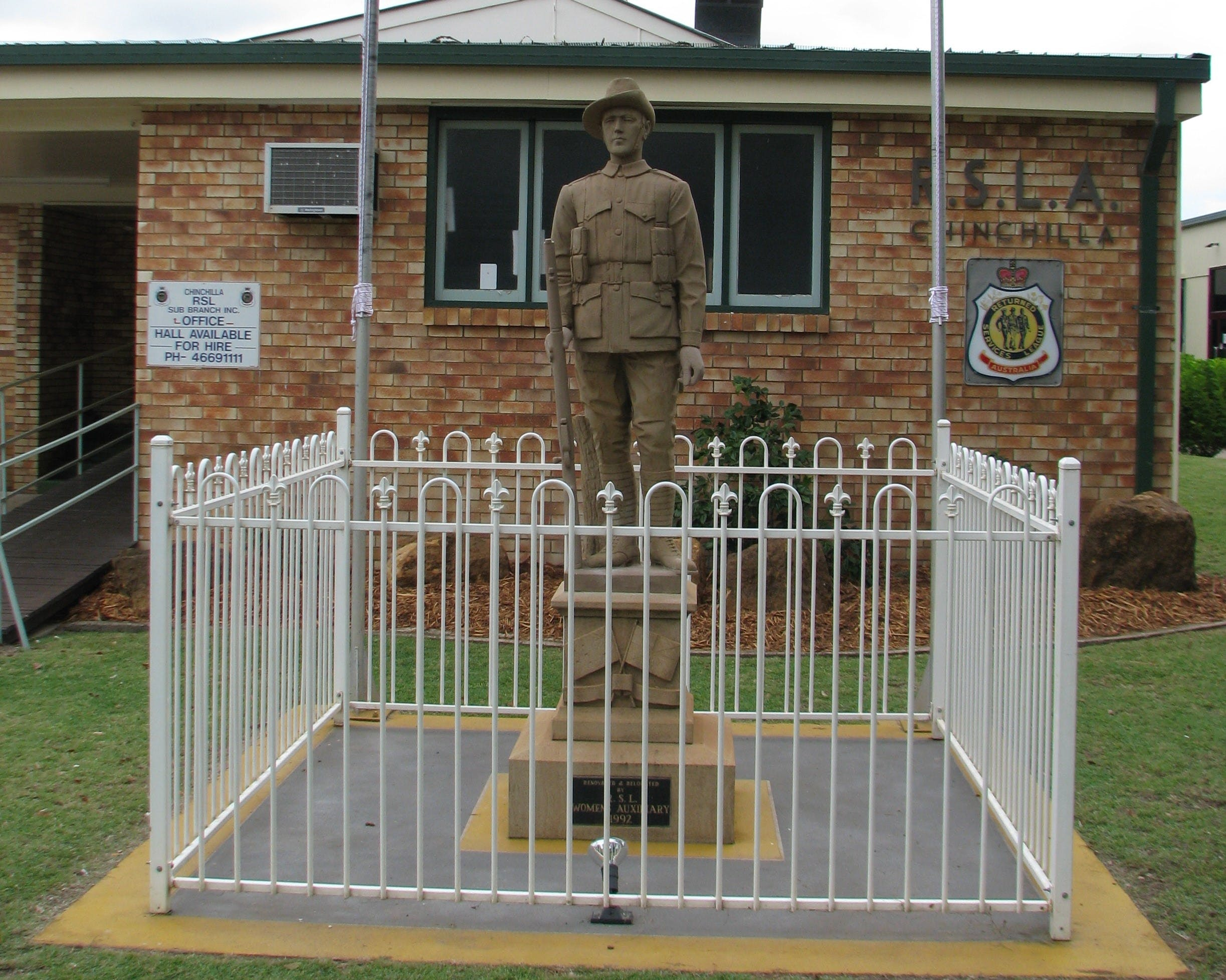 Soldier Statue Memorial Chinchilla - Accommodation QLD