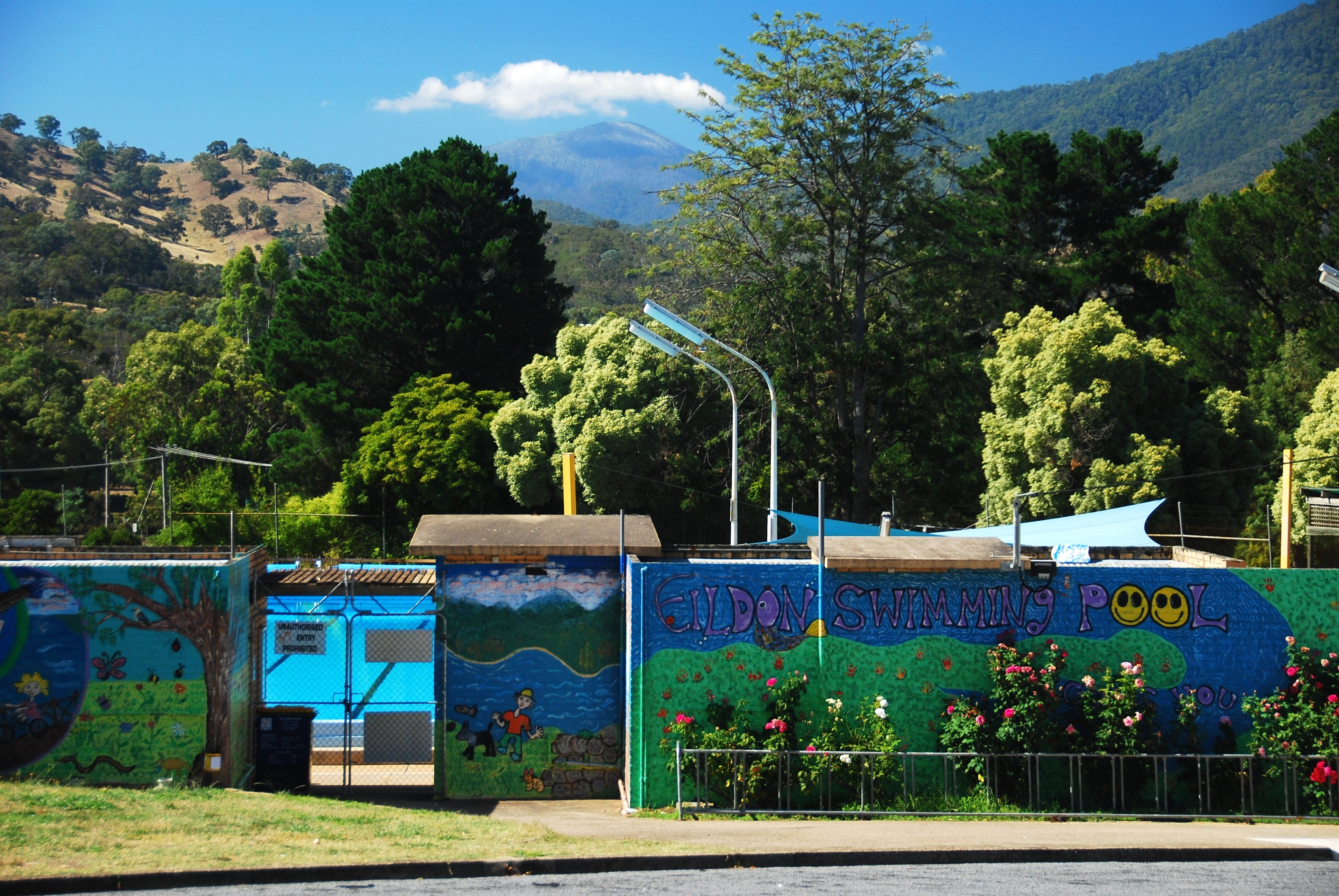 Eildon Outdoor Swimming Pool - Accommodation QLD