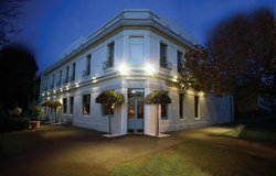 O'Connells Centenary Hotel - Accommodation QLD