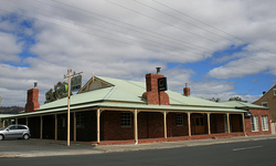 Huntington Tavern - Accommodation QLD