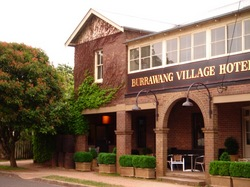 Burrawang Village Hotel - Accommodation QLD