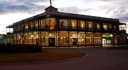The Grand Terminus Hotel - Accommodation QLD