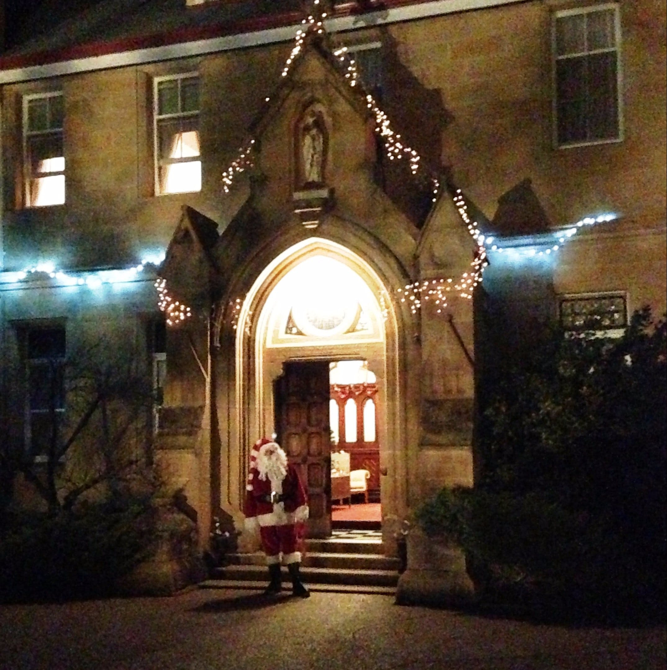 Abbey of the Roses - Christmas in July - Accommodation QLD