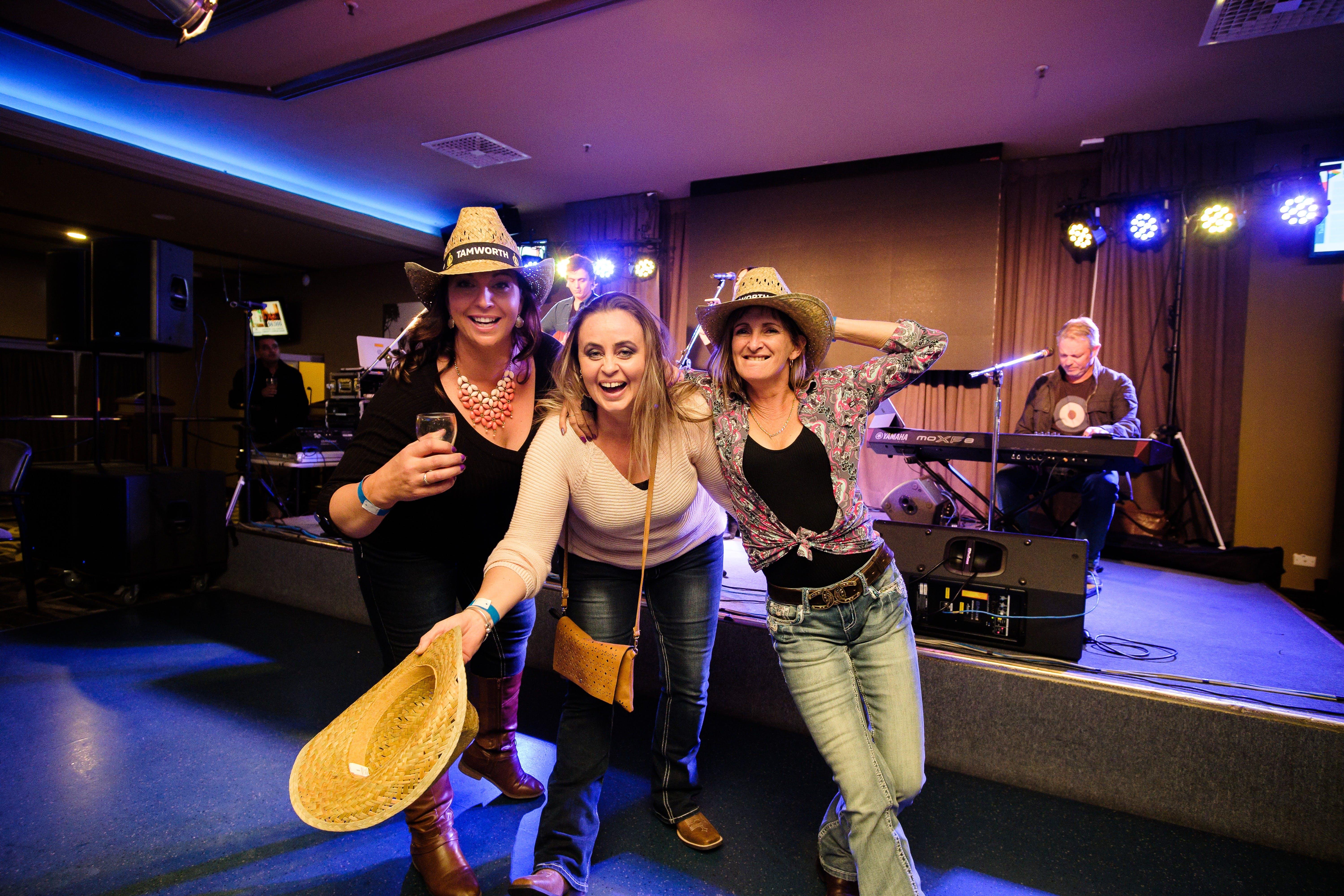 Hats Off to Country Music Festival - Accommodation QLD