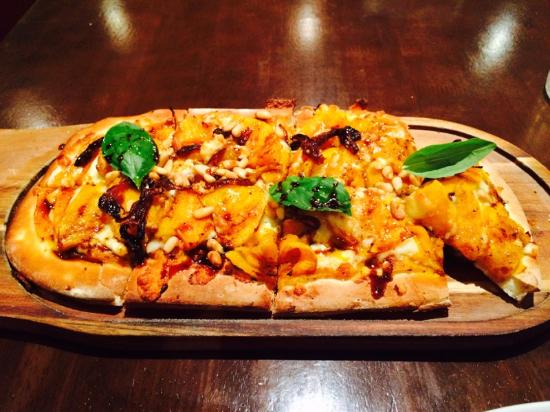 four hands pizza bar  grill - Accommodation QLD
