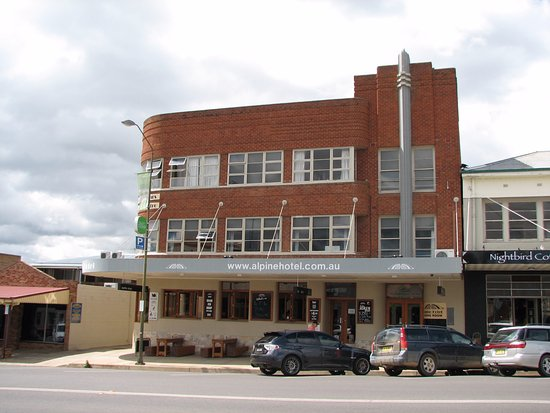 The Alpine Hotel Restaurant Cooma - Accommodation QLD