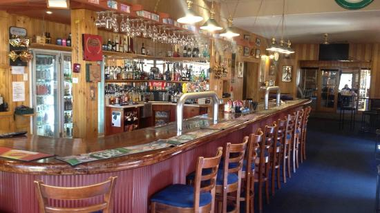 Apsley Arms Hotel - Accommodation QLD