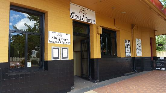 The Apple Tree Inn - Accommodation QLD