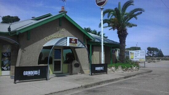 Flinders Rest Hotel - Accommodation QLD