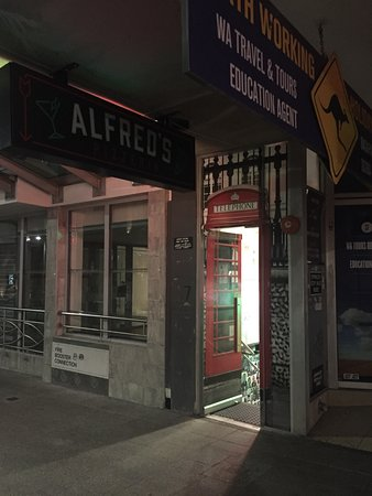 Alfred's Pizzeria & Small Bar - Accommodation QLD