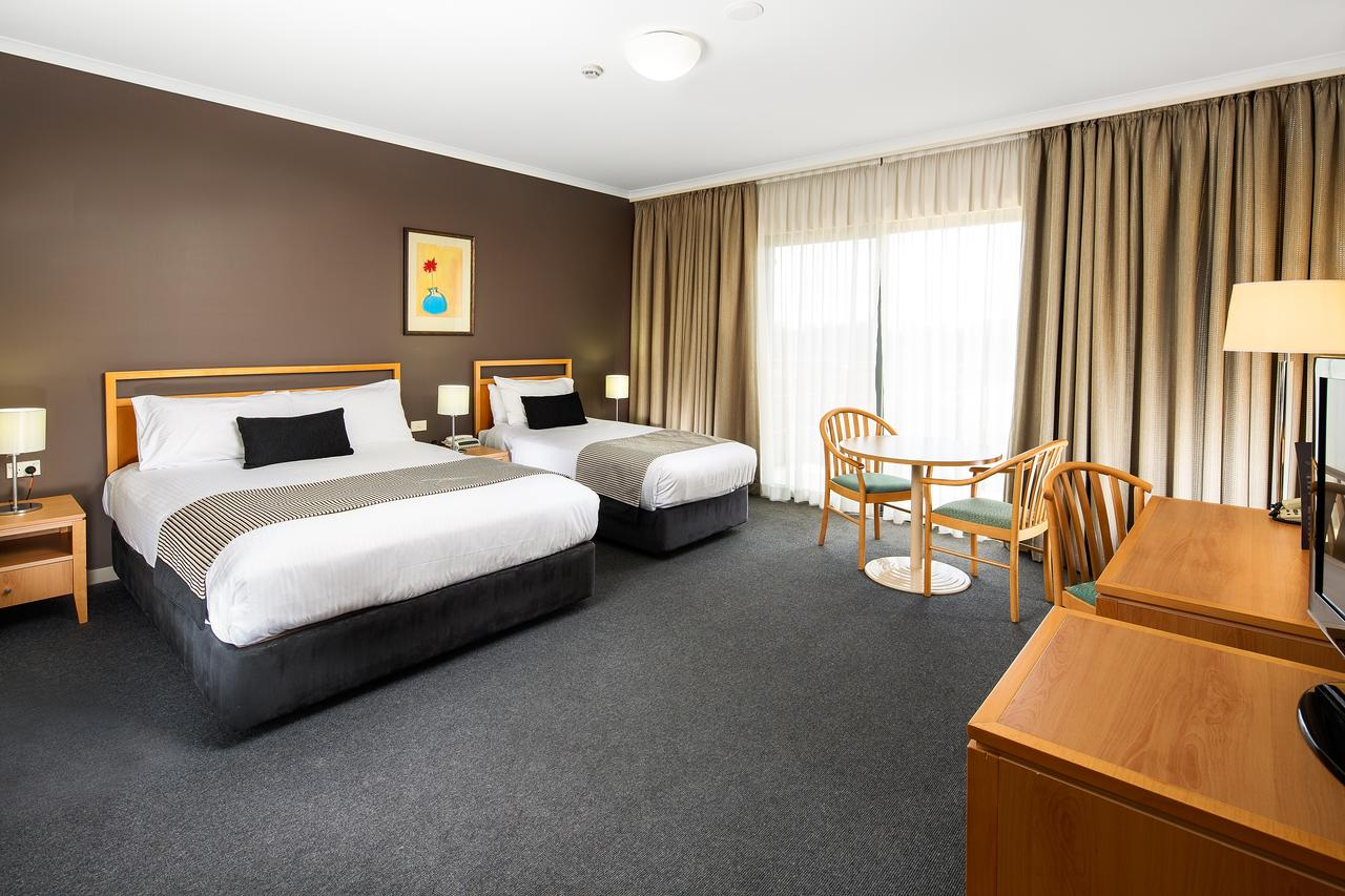 The Woden Hotel - Accommodation QLD