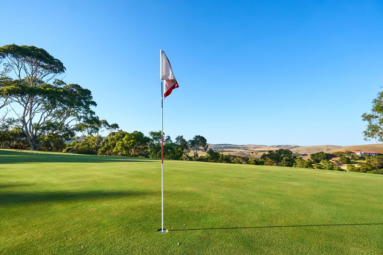 New Terry Hotel  Golf Resort - Accommodation QLD