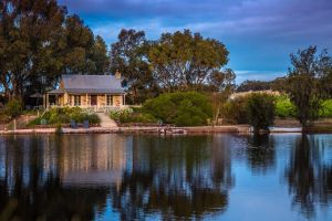 Stonewell Cottages and Vineyards - Accommodation QLD