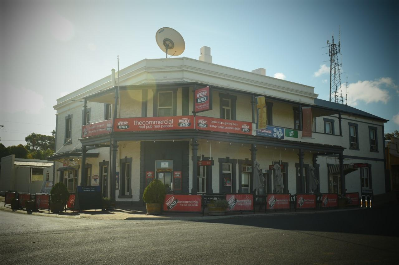 Commercial Hotel Morgan - Accommodation QLD