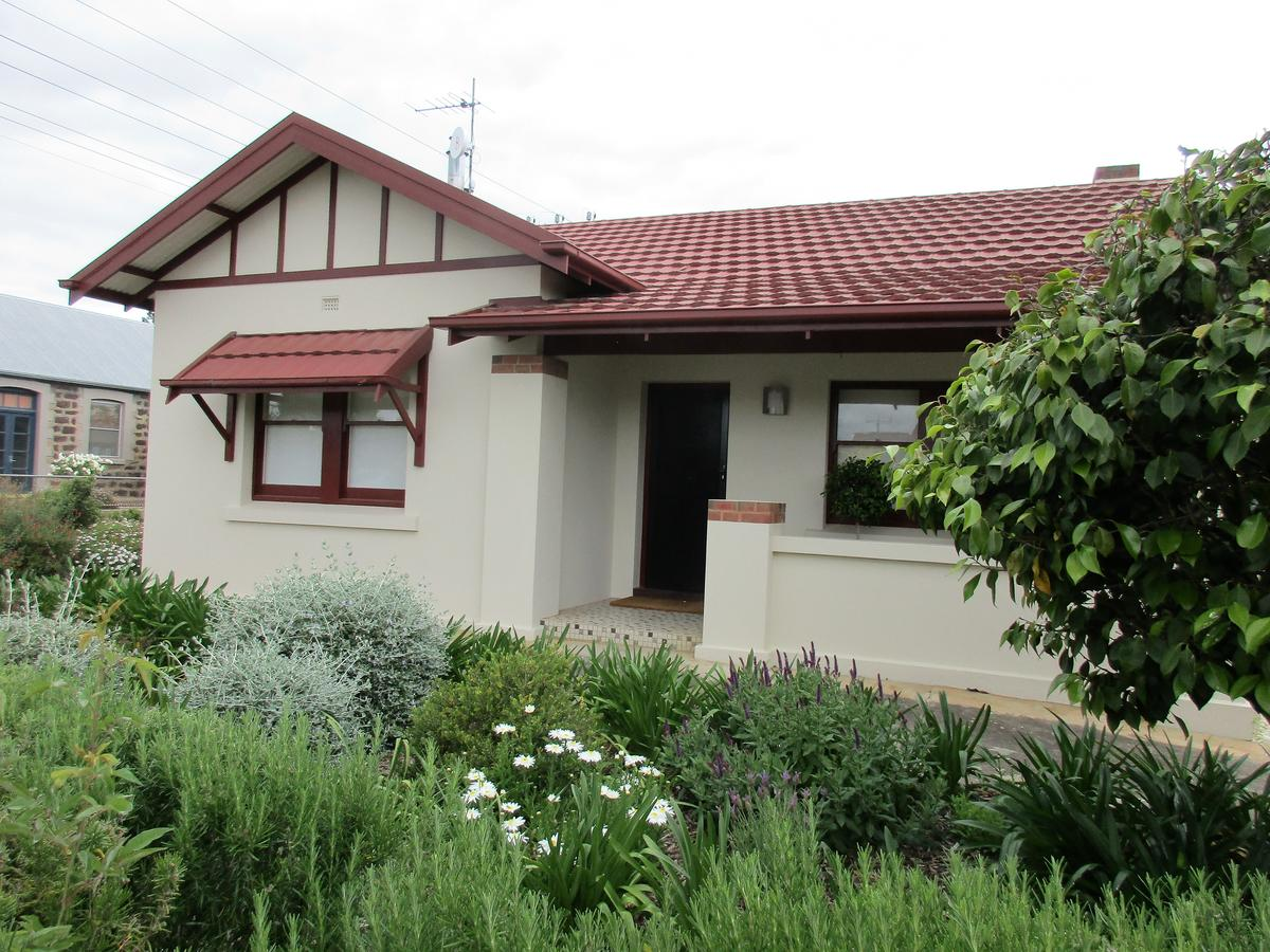 Mataro Cottage - Accommodation QLD