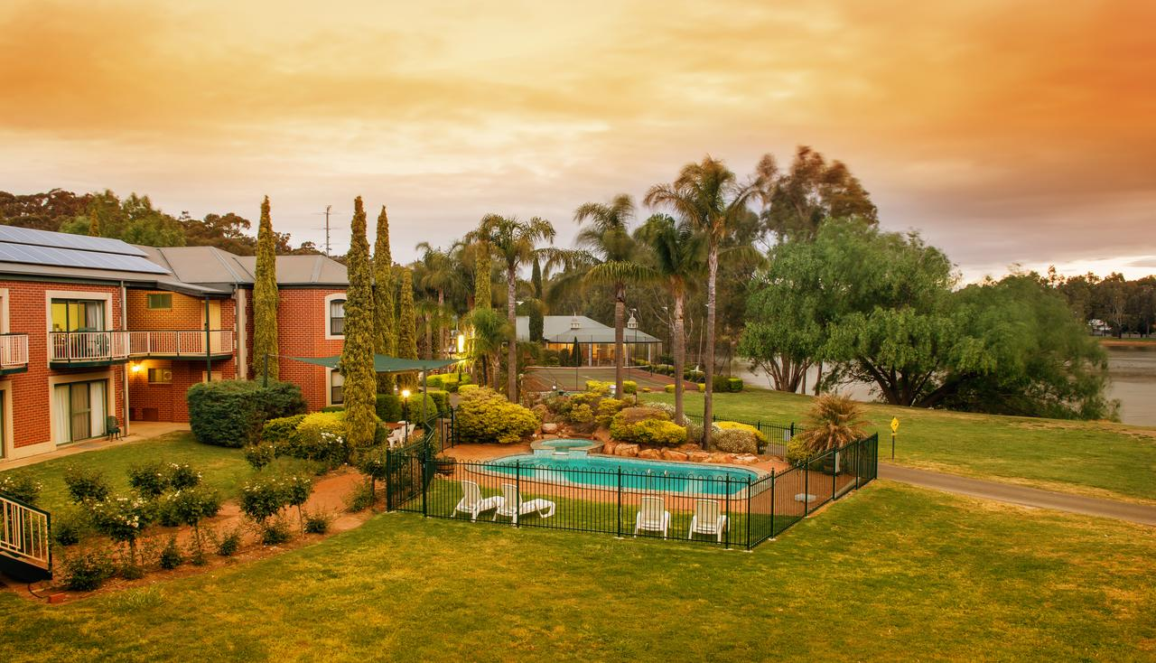Clare Country Club - Accommodation QLD