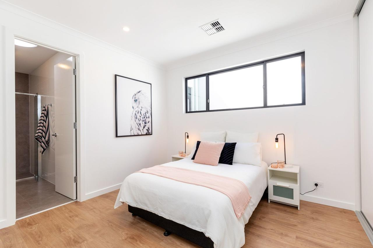 Brand new affordable luxury 3 bedroom 3 bathrooms house close to Adelaide city Chinatown beach Adelaide Airport - Accommodation QLD