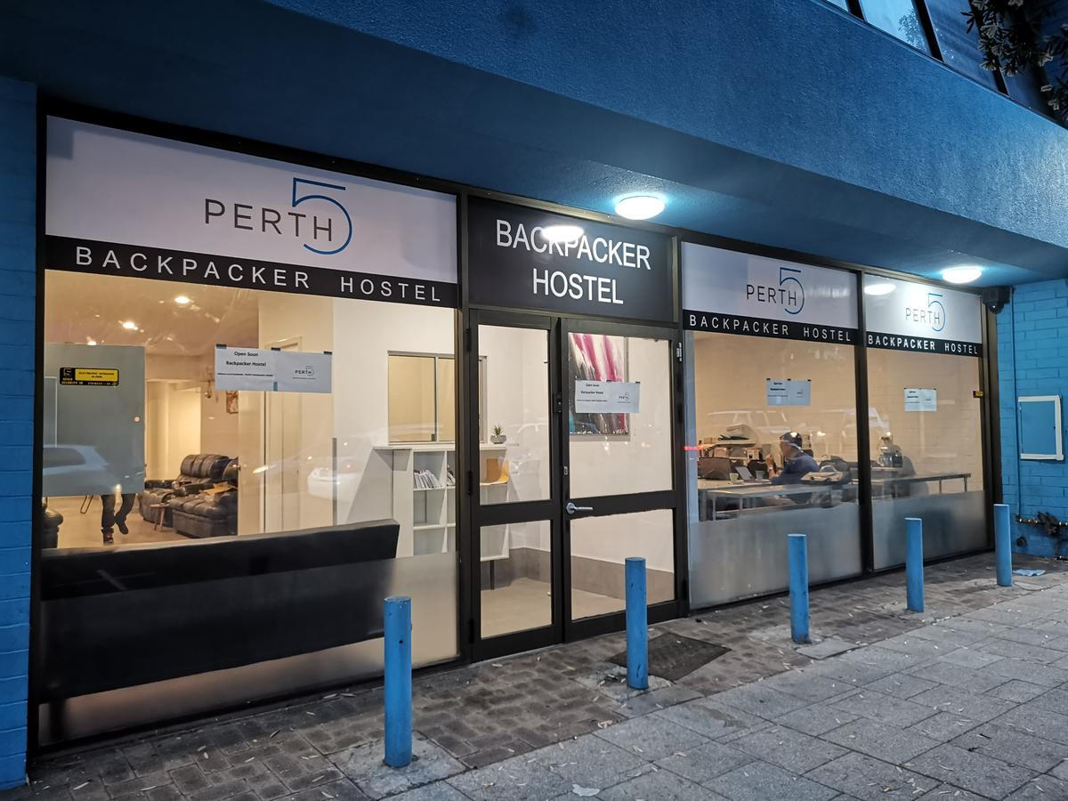 Perth 5 Backpacker Hostel - Accommodation QLD