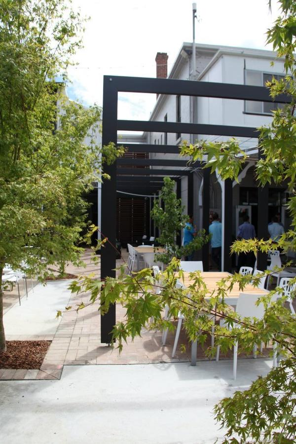 Crossroads Hotel - Accommodation QLD