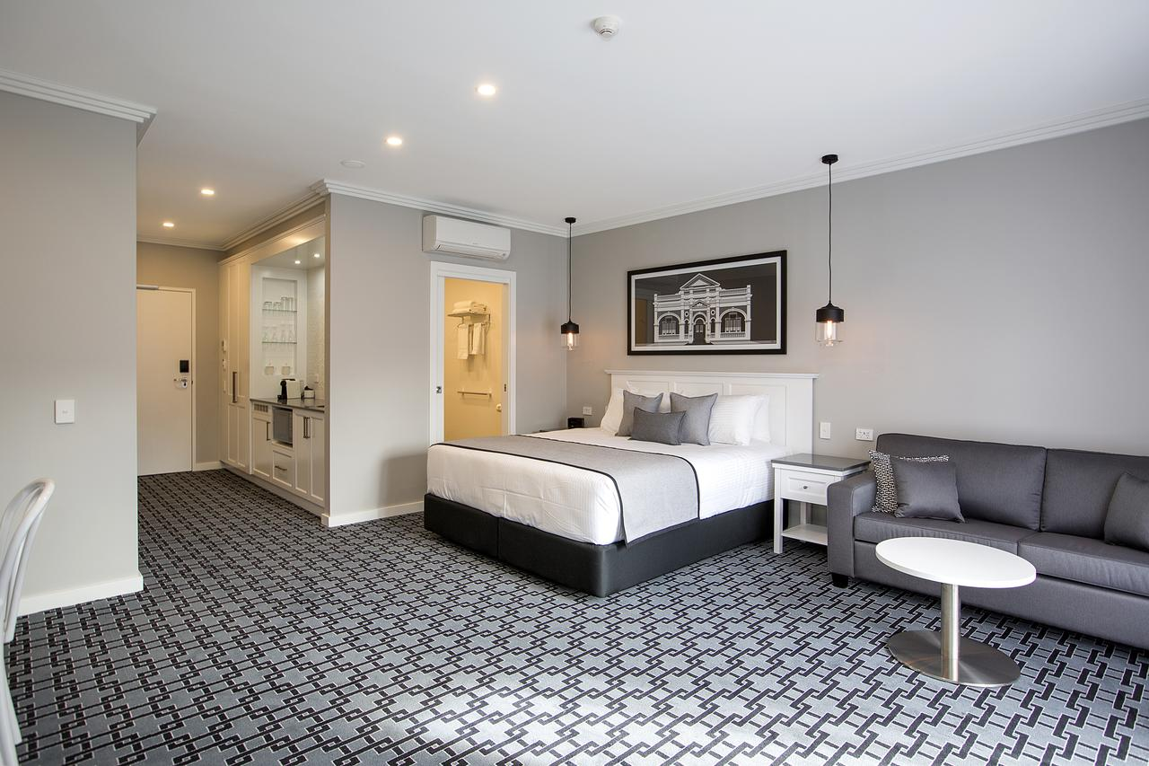CH Boutique Hotel - Accommodation QLD