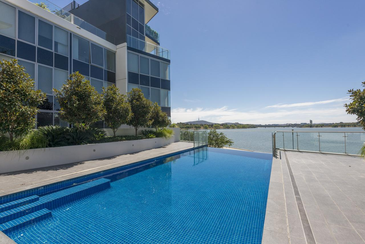 Accommodate Canberra - Lakefront - Accommodation QLD
