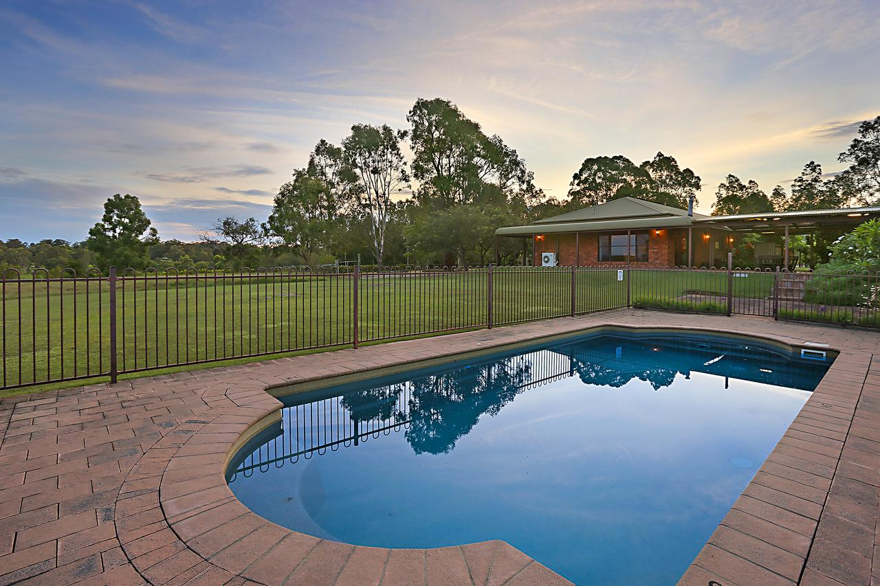 Ironstone Estate Lovedale - Accommodation QLD