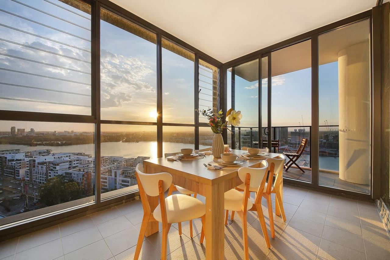 Stunning Sunset Water View 2BEDs on High Rises - Accommodation QLD