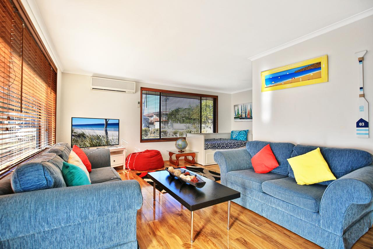 Sandy Toes Beach House Jervis Bay - 2min to Beach - Accommodation QLD