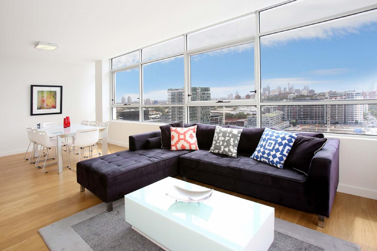 Gadigal Groove - Modern and Bright 3BR Executive Apartment in Zetland with Views - Accommodation QLD